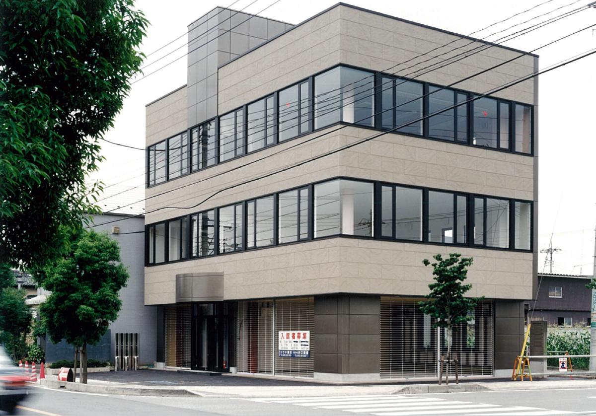 三宅建築設計事務所 笹本テナントビル 山梨県 鉄骨造 3階建
